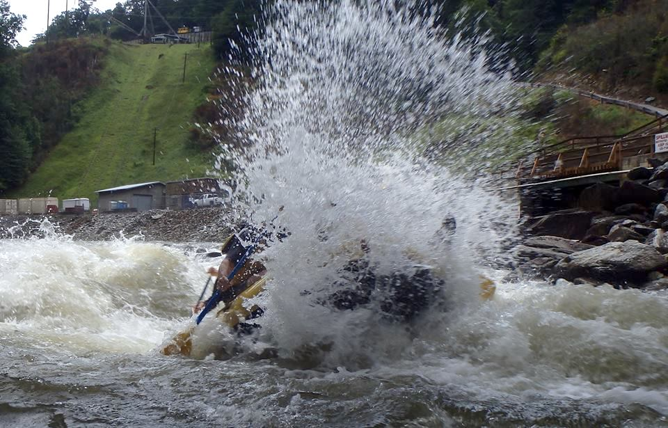Hell Hole splashes on the Ocoee